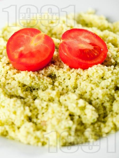 Кускус с Песто от босилек и чери доматчета - снимка на рецептата